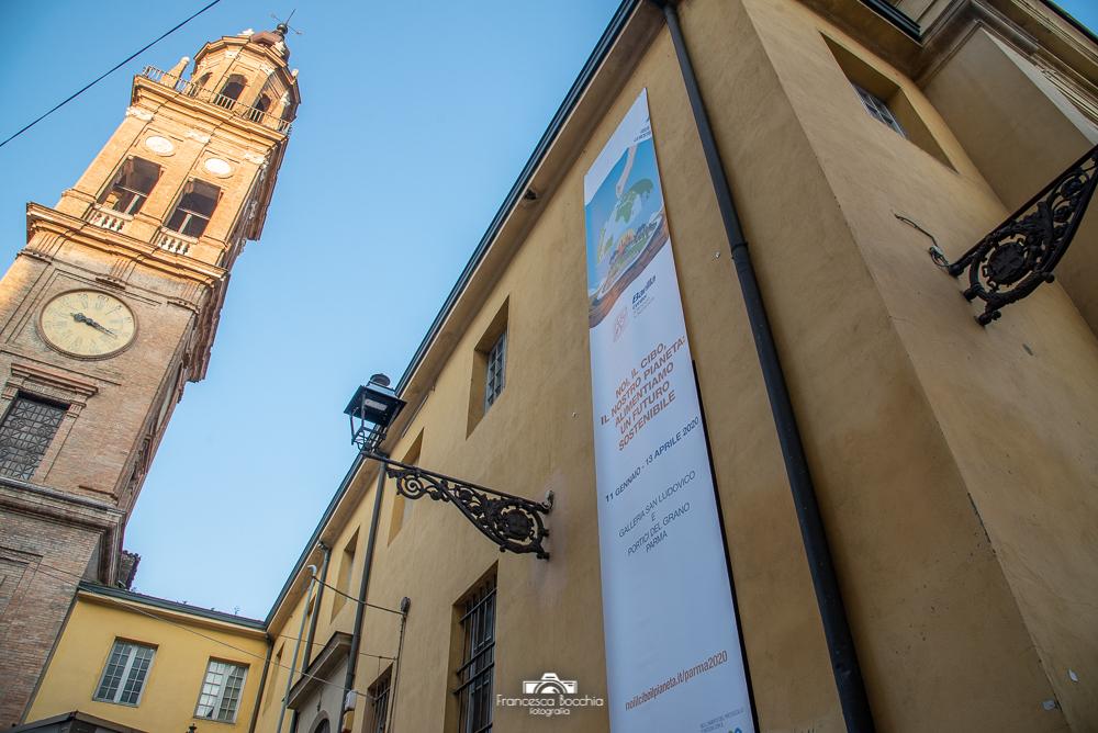Parma_campanile_palazzo